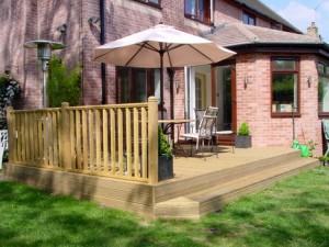 garden-decking-2-300x225 (1)